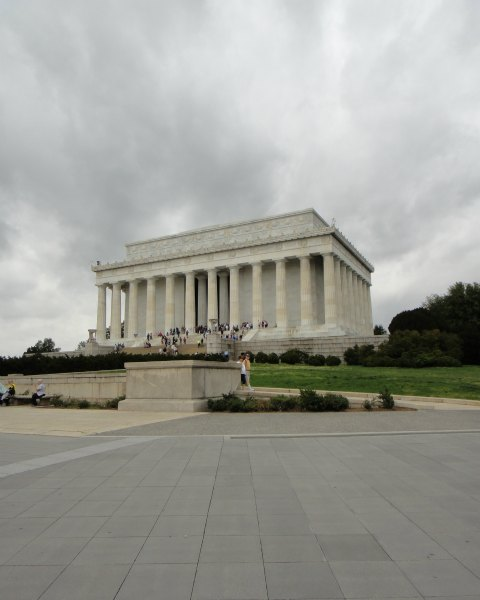 Playing Tourist - Cloudy Day at the Lincoln