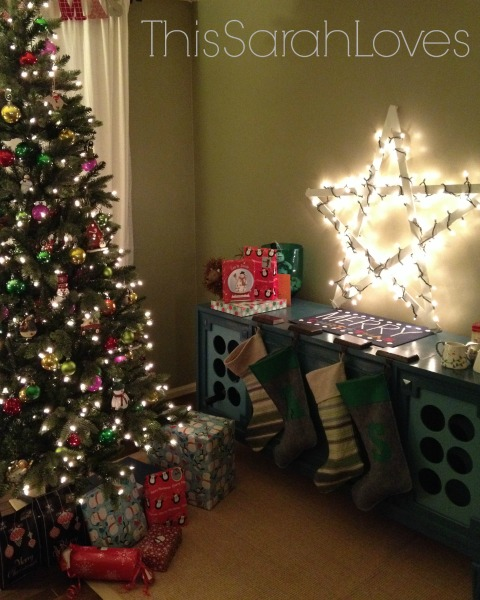 Christmas Yardstick Star with Christmas Lights - #thissarahloves